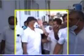 WATCH   DK Shivakumar Slaps K'taka Cong Worker for Putting Hand on His  Shoulder